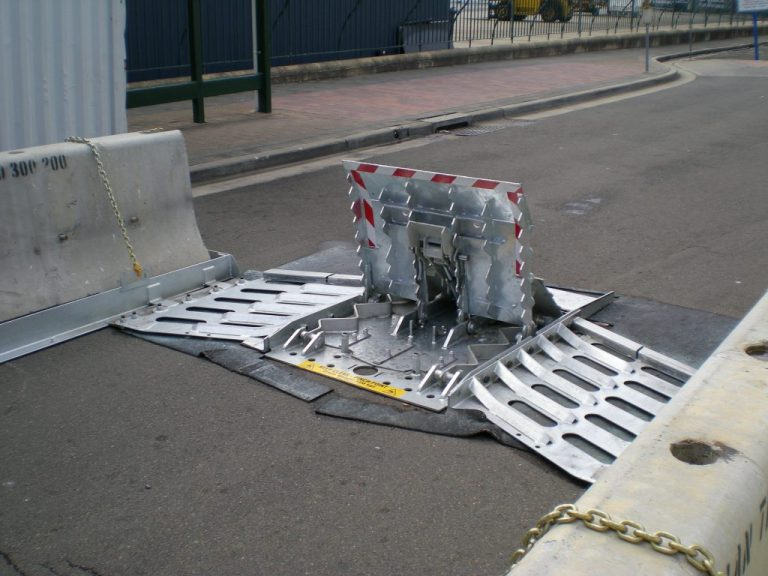 AVS-elli LW3 Quickfit Vehicle Barrier with galvanised finish