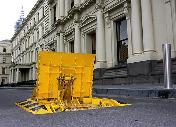 AVS-elli LW3 Folding Block HVM barrier in yellow.