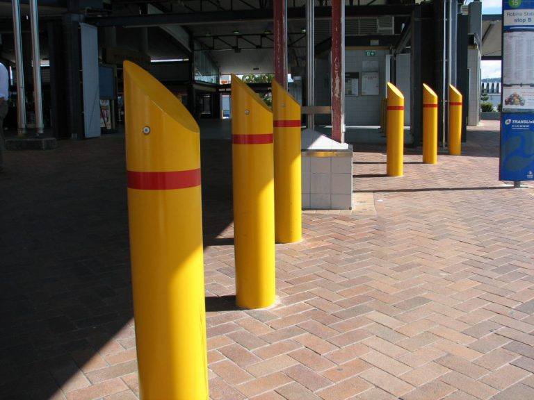 AVS-elli fixed bollards in yellow.